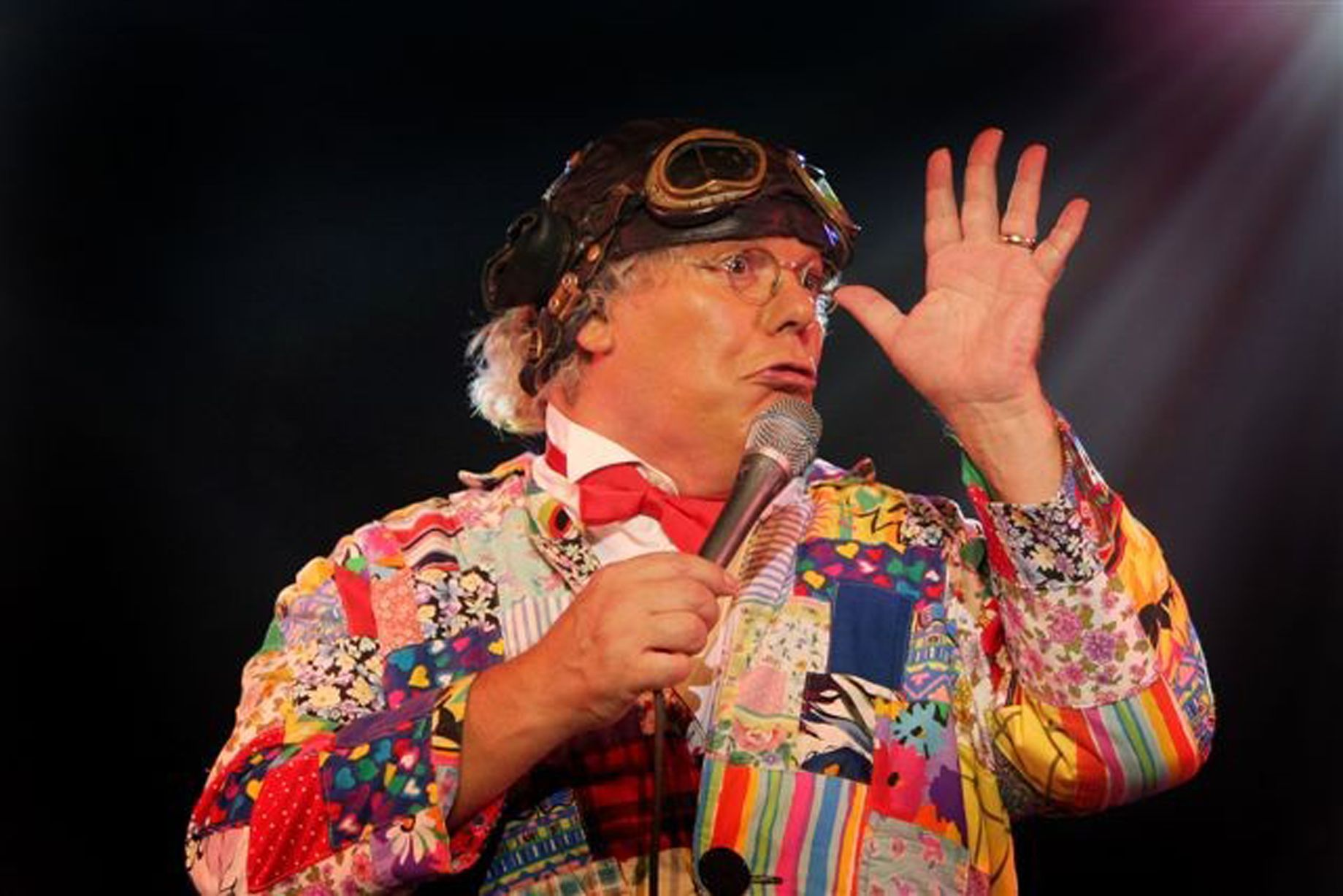 Deepthroat roy chubby brown live babe